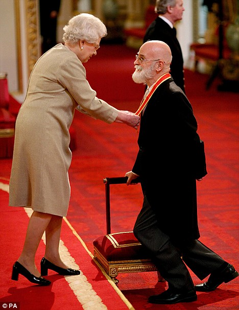 Photo of Sir Terry Pratchett being knighted by Queen Elizabeth II.